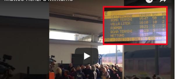 Renzi arriva col treno a Minturno (video). Pendolari inferociti: ha bloccato la linea