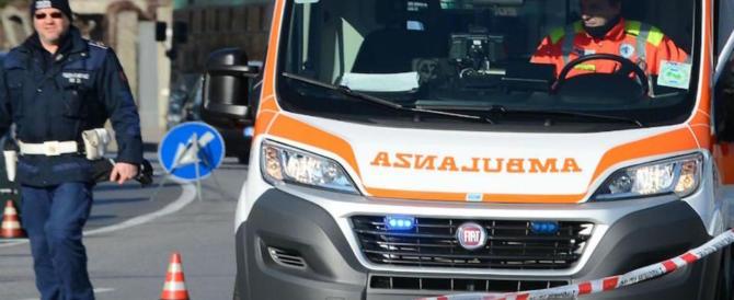 Milano, lanciano un sasso contro un'auto: una donna muore per lo choc