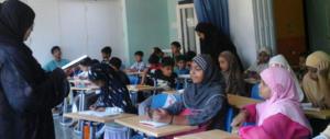 In classe si studia sui libri islamici: «Donne inferiori». Bufera nelle scuole inglesi