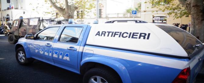 Livorno, smart con esplosivo: 4 cariche, un telecomando, un sospetto fermato