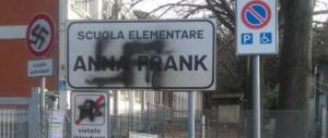 """Nella """"rossa"""" Pesaro una svastica sul cartello della scuola """"Anna Frank"""""""