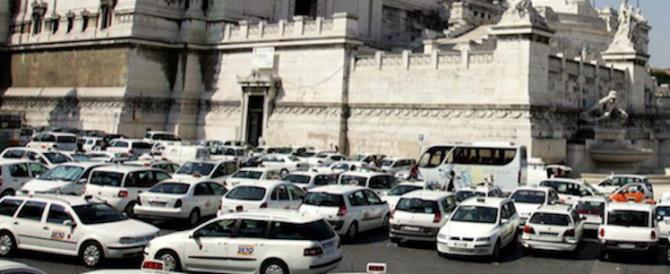 """Taxi fermi in tutta Italia. Gasparri: """"Il governo penalizza i più deboli"""""""