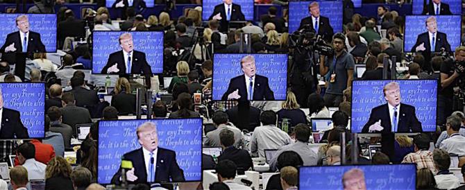 """Molestie-gate, Trump ai giornalisti: """"Sapete, non guardo troppa tv…"""""""