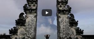 Il vulcano di Bali ora fa paura: evacuate 100mila persone (video)