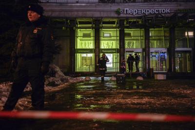 San Pietroburgo, ordigno artigianale in un supermercato: 10 feriti. L'Isis festeggia sul web