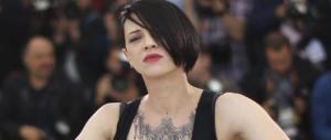 """La furia di Asia Argento si abbatte anche sul Corriere: """"Fate schifo"""""""