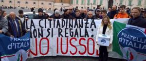 Ius soli, da Fratelli d'Italia 100mila firme a Mattarella: «La cittadinanza non si regala»