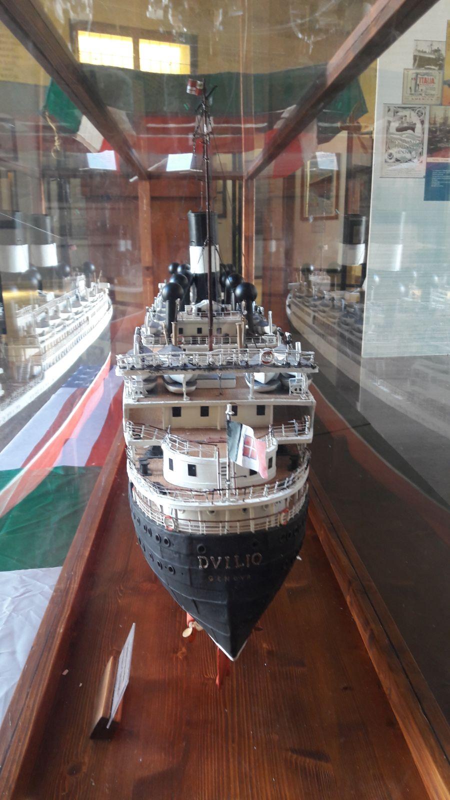 Il modello della nave Duilio che trasportò in Argentina i genitori di Papa Francesco