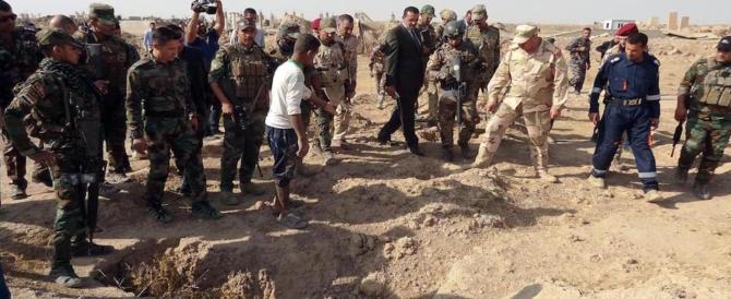 Siria, nuove testimonianze dell'orrore Isis: altre fosse comuni con decine di corpi