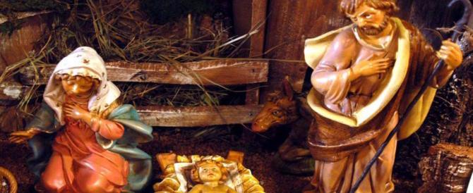 Non c'è pace per Gesù bambino: incendiato il presepe di Reggio Calabria