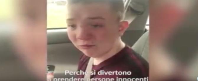 Il bambino vittima dei bulli commuove il mondo. Ma ora la mamma finisce sotto accusa  (video)