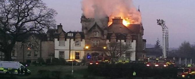 Scozia, in fiamme hotel di lusso: 2 morti, 3 feriti e 200 persone tratte in salvo