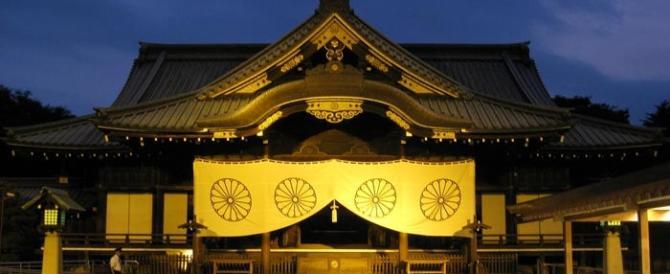 Tokyo, uccide 2 donne a colpi di spada samurai in un tempio, poi fa harakiri