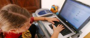 Pedopornografia, metà dei bambini abusati è sotto i 10 anni: allarme Unicef