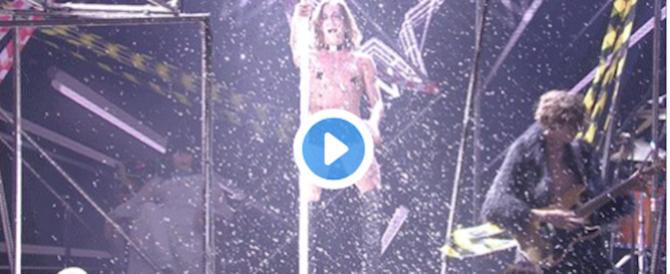 X Factor: tacchi a spillo, collare fetish: per i furbi Maneskin boom di ascolti (video)