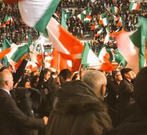 L'entusiasmo del popolo di Fratelli d'Italia