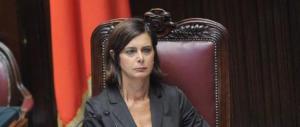 Boldrini contro la «politica che ringhia e insulta». Parla lei che piange e accusa