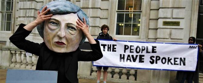 Londra alla Ue: se non troviamo l'accordo non vi daremo una sterlina