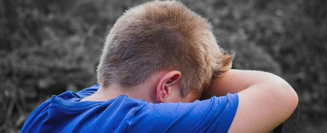 12enne si getta liquido infiammabile addosso e minaccia di darsi fuoco in classe