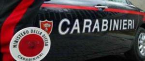 Roma, forzano il posto di blocco e speronano l'auto dei carabinieri