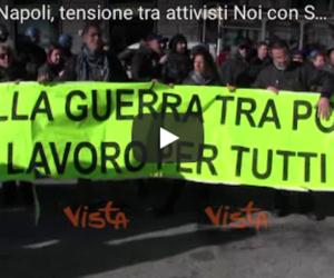 """Napoli, insulti e minacce dei centri sociali ai """"salviniani"""": «Fascisti» (video)"""