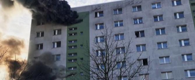 In fiamme grattacielo a Berlino: 18 feriti. Ancora ignote le cause
