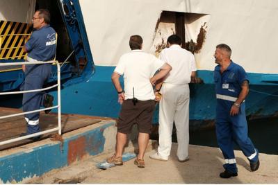 Paura a bordo, fiamme sul traghetto per Ischia: illesi i passeggeri (Video)