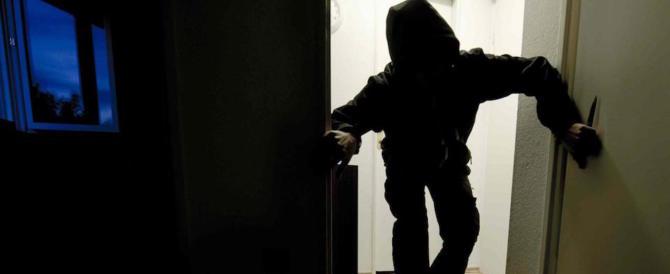 In quattro (incappucciati) entrano in casa di un anziano e lo terrorizzano