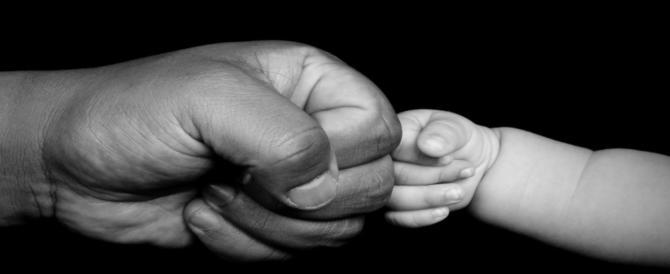 Genitori minacciati dai figli, 2 casi nelle stesse ore, a Bari e ad Arezzo