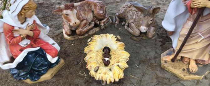 Viareggio, il sindaco di sinistra impone il Gesù Bambino nero nel presepe