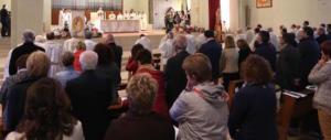 """Gridano """"Viva il Duce"""" durante la Messa: denunciati un camionista e sua moglie"""