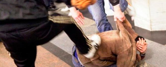 «Vogliamo i soldi»: 17enne aggredito a Roma da due egiziani e un tunisino