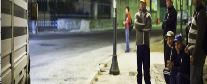 Litiga col fidanzato, abbandonata sulla statale: viene violentata da due immigrati