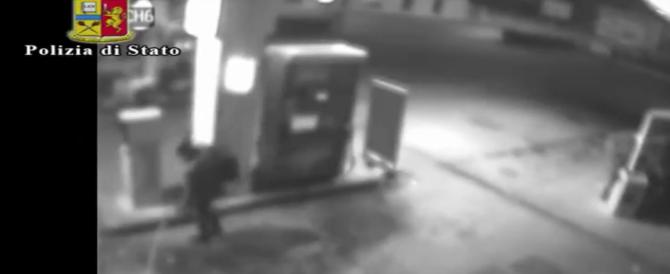 Litiga col benzinaio e appicca un rogo impressionante (video)