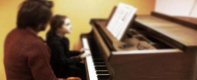 Prof di musica abusa di una 14enne: lezioni da incubo durate due anni