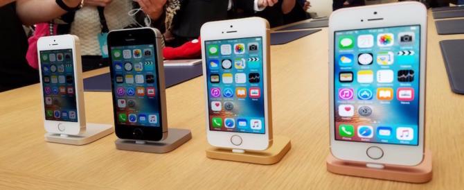 """Bufera su Apple: """"rallenta"""" apposta i vecchi modelli di Iphone"""