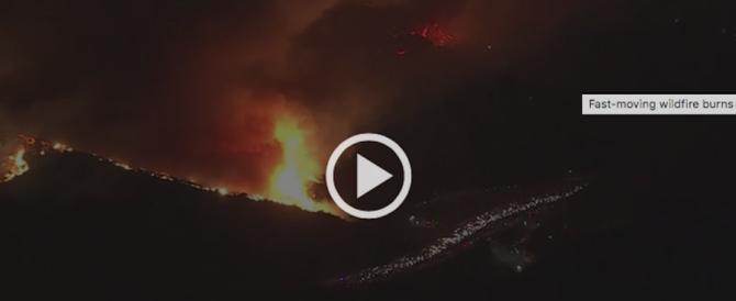 Los Angeles, apocalisse di fuoco: evacuate trentamila persone (video)