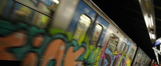 "Roma, metropolitana nel caos. Rabbia e sfottò: ""Ve so' spariti i treni?"""