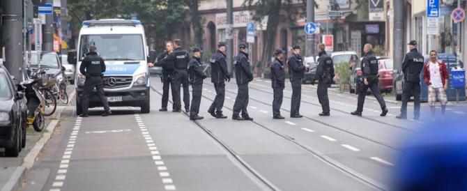Psicosi Isis: allarme pacco sospetto a Francoforte. Ma è solo un dono per senzatetto