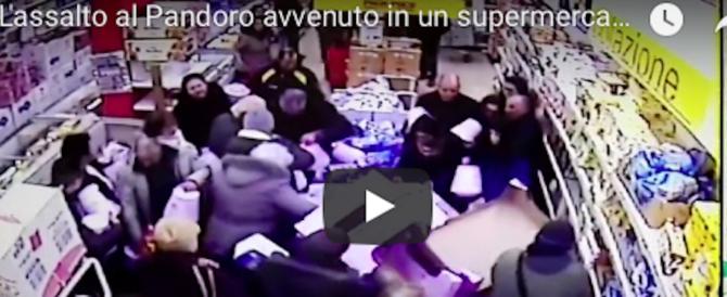 Assalto al pandoro scontato: a Palermo una ressa mai vista (video)
