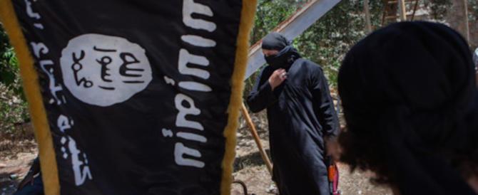 Pilota siriano legato a un albero e bruciato vivo: nuovo video dell'orrore Isis
