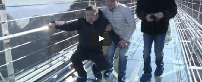 Aperto in Cina il ponte di vetro più lungo del mondo: da brividi (video)