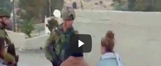 Araba schiaffeggia soldato israeliano. Il video diventa virale