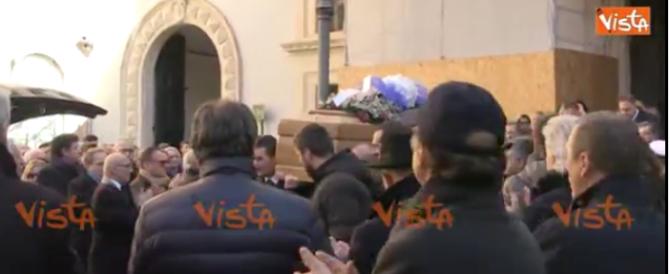 A centinaia al funerale di Matteoli, l'addio commosso del centrodestra (e non solo)