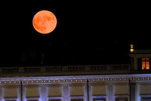 Un'altra suggestiva immagine della Superluna