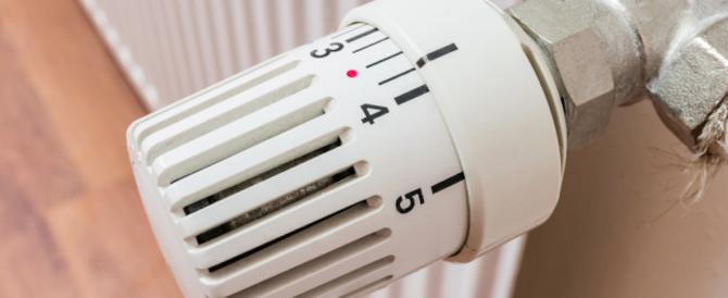 La beffa delle valvole sui termosifoni: si paga anche quando è spento in estate