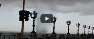 Tromba marina a Bari, paura tra la gente: il vortice d'acqua lambisce il lungomare (VIDEO)