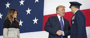 """Così """"il matto"""" Donald Trump ha dato scacco alla Ue e ai Paesi arabi"""