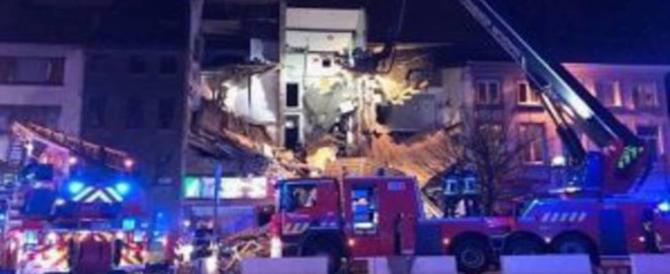 Esplode una pizzeria italiana ad Anversa, 14 feriti, 2 morti. Dispersi sotto le macerie (video)