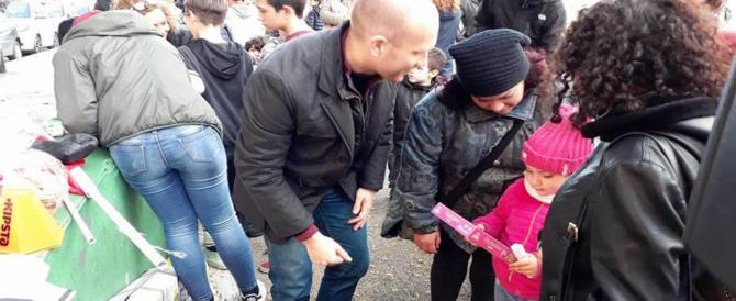 Roma, Befana per i bimbi alla Magliana con il logo di CasaPound: c'è chi protesta